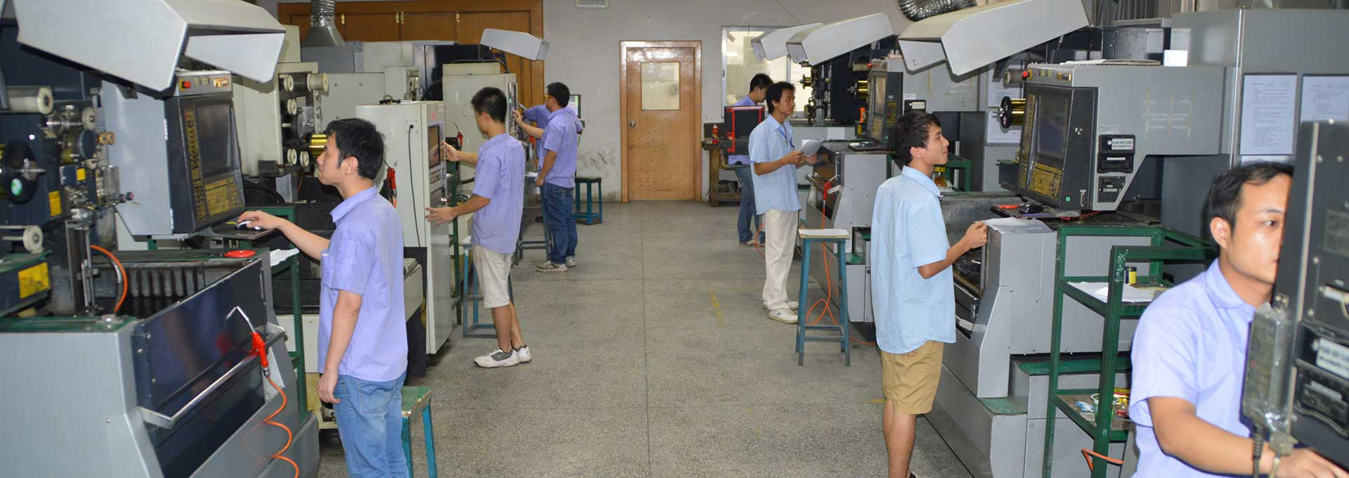 plastic mold manufacturing workshop